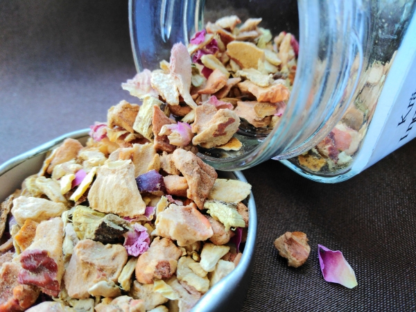 Ginger dream herbal tea blend without added flavor